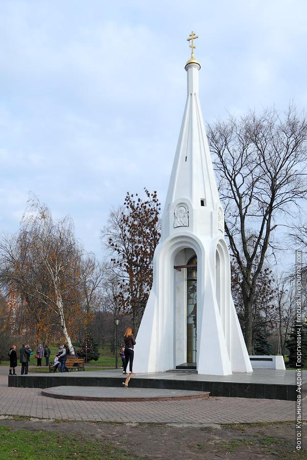Посмотрите на 1000-рублевую купюру Часовня Казанской Богоматери