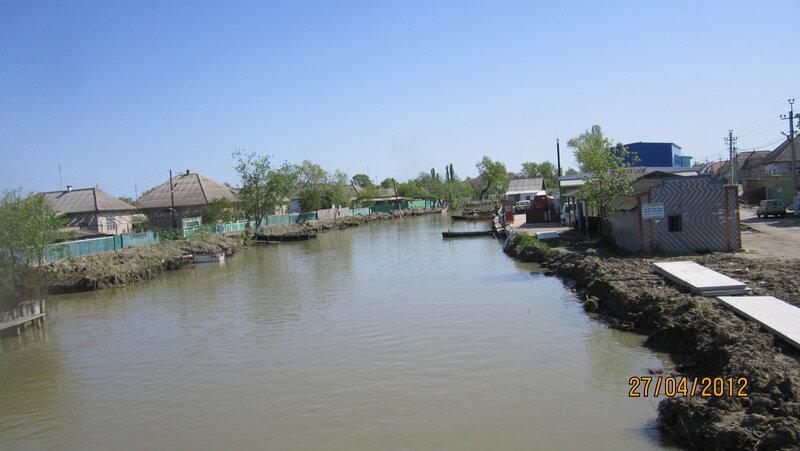 Гусево.Центральный канал.зимой расчистили,но ил с берегов еще не успели убрать