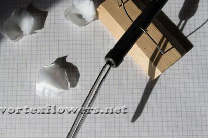 Гардения из ткани. Обработка горячим инструментом (буление).