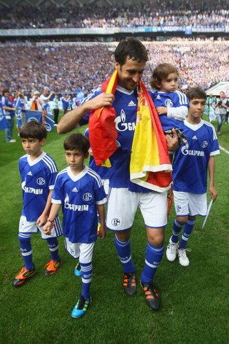 Raul con hijos 16