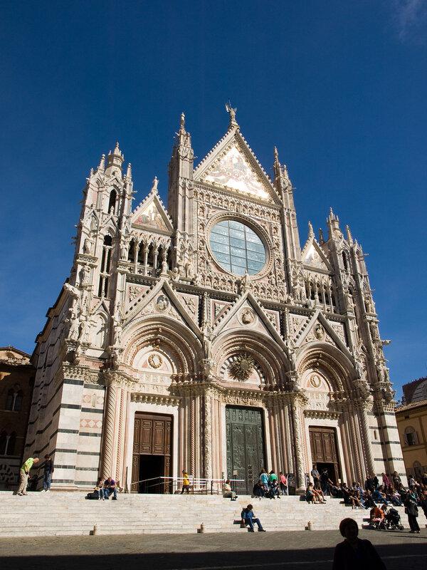 В Сиене есть огромный и красивейший собор