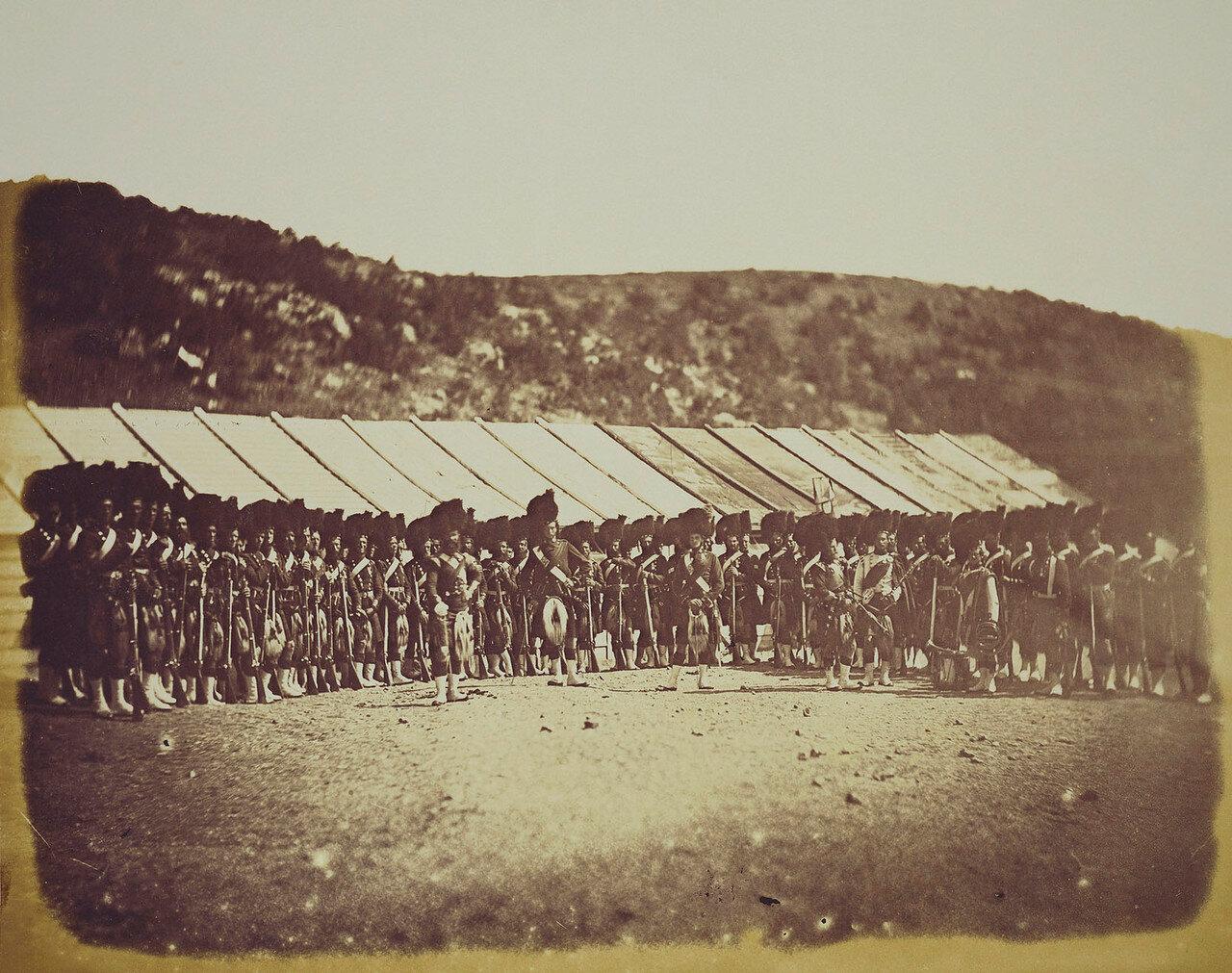 Хайлендский полк возле своей казармы