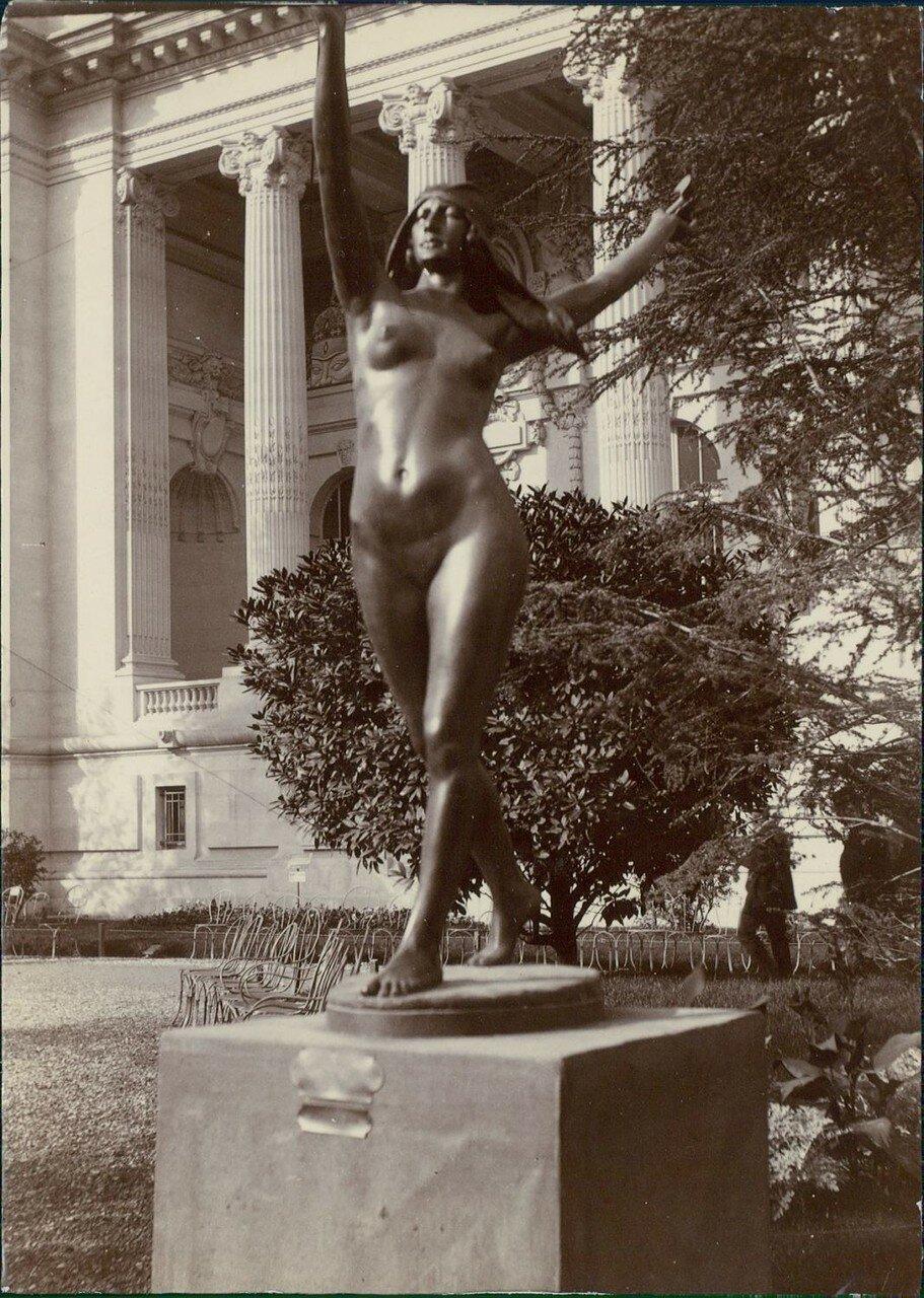 Статуя «Танцовщица»
