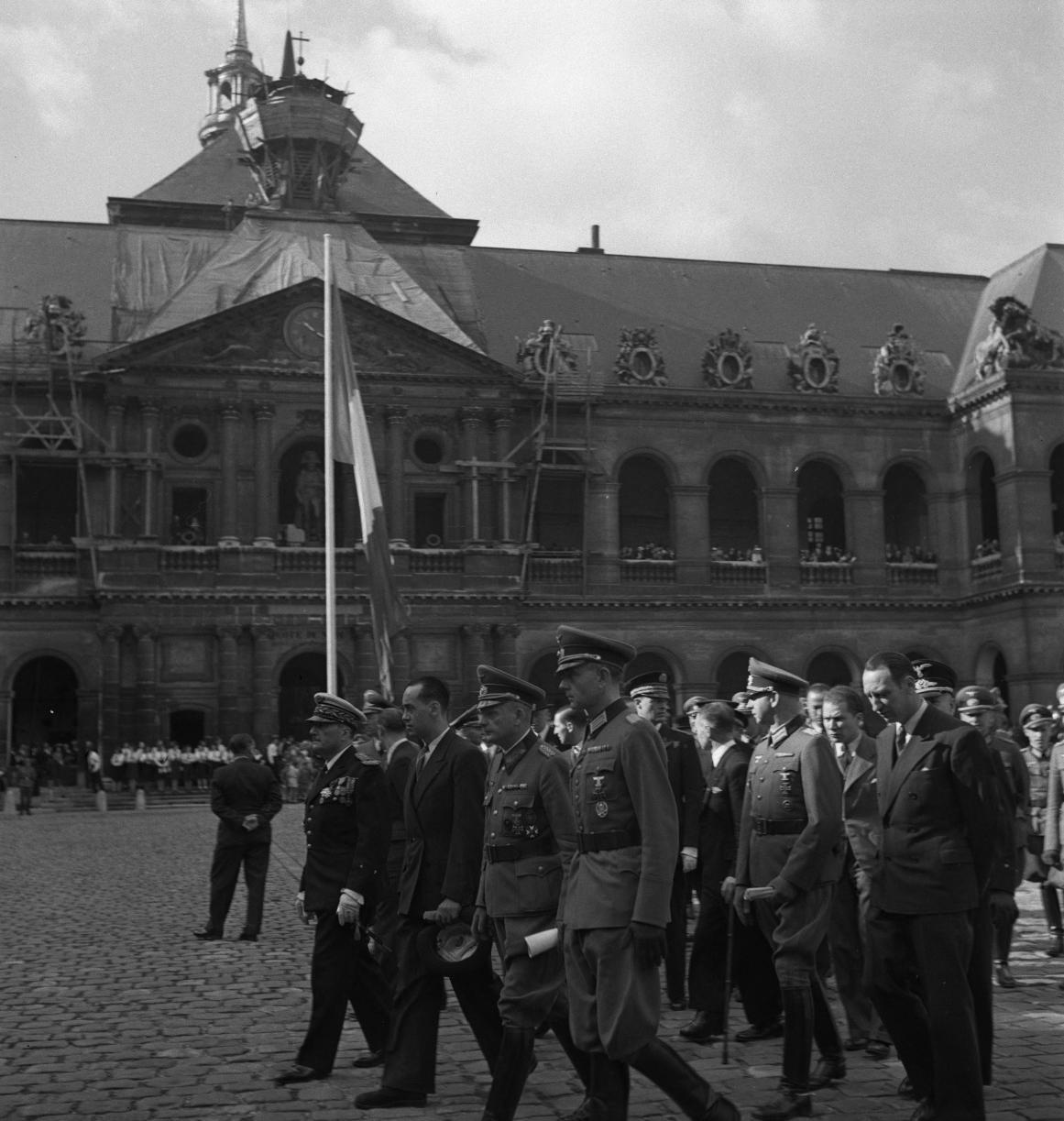 08. Выход из церкви французских и немецких гражданских и военных деятелей