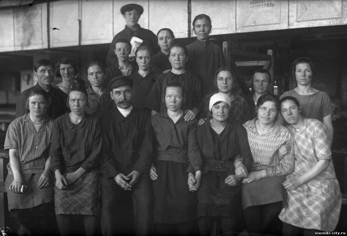 Хозрасчетная бригада №1 фабрики Свободный пролетарий. 1931