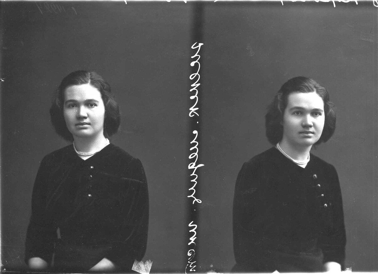 Корочарова - студентка женского медицинского института