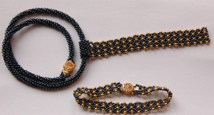 Выставляю еще одну работу для примера.  Колье-галстук и браслет выполнены по авторскому эскизу из чешского бисера...