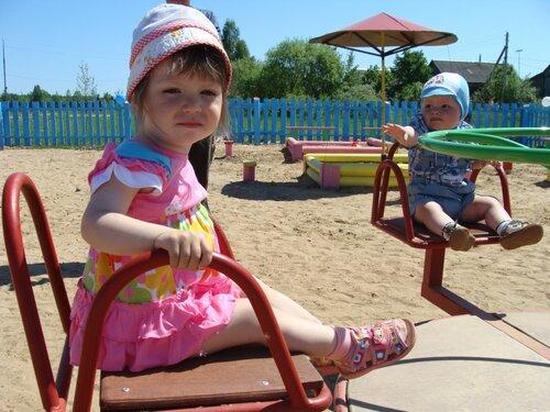 В д. Райково состоялось торжественное открытие детской игровой площадки