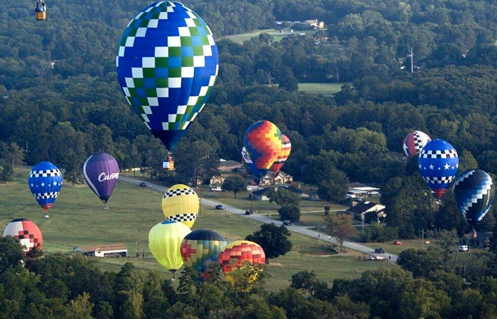 Трахает себя воздушным шаром 30 фотография