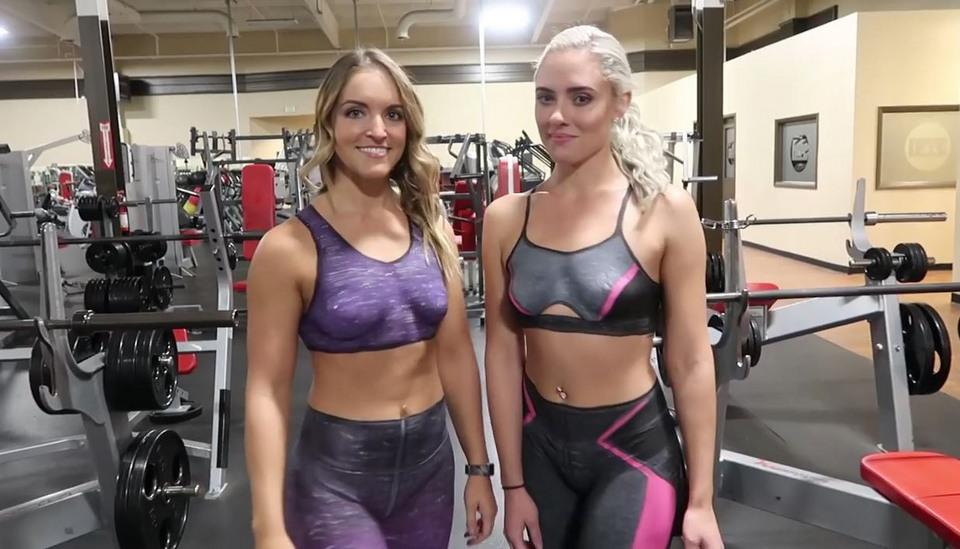 Девушки в нарисованной одежде посетили спортзал