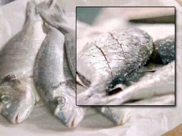 Рыбки надрезать острым ножом крест-накрест
