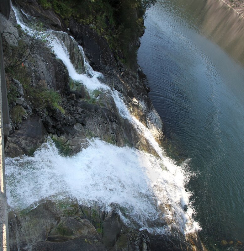 West Norway, Langfossen waterfall.  Западная Норвегия, Водопад Лангфоссен
