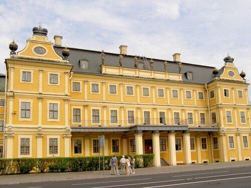 Меншиковский дворец со скульптурами