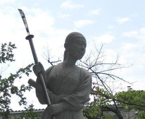 Памятник Накано Такэко в Хокайдзи.