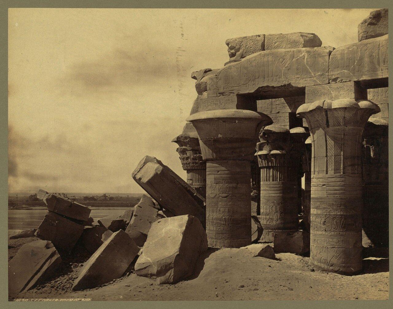 Ком - Омбо. Юго-Восточный угол храма