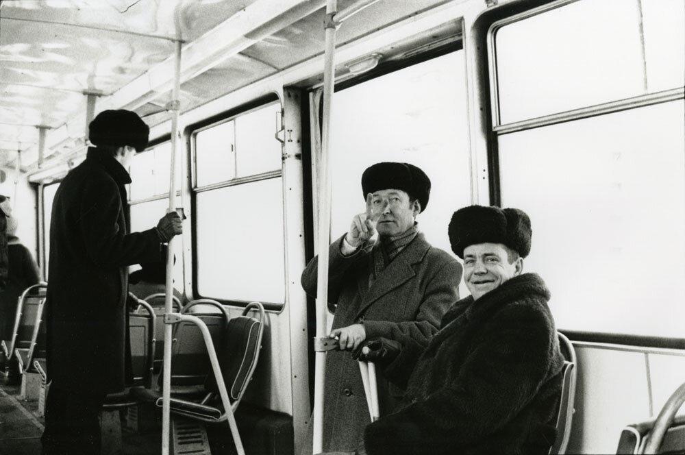 В автобусе, М., 1989