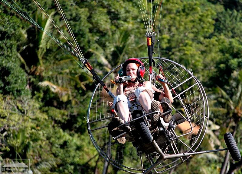 Над Бали на паралете