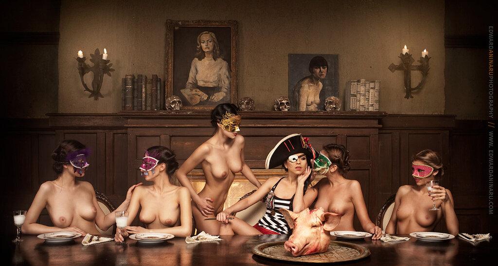 Фото голых девушек в маске