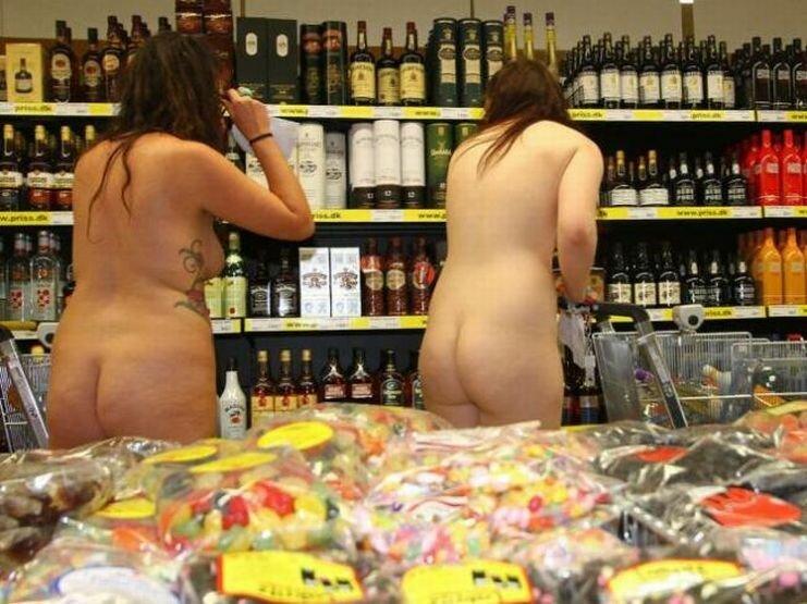 golie-i-smeshnie-v-supermarkete