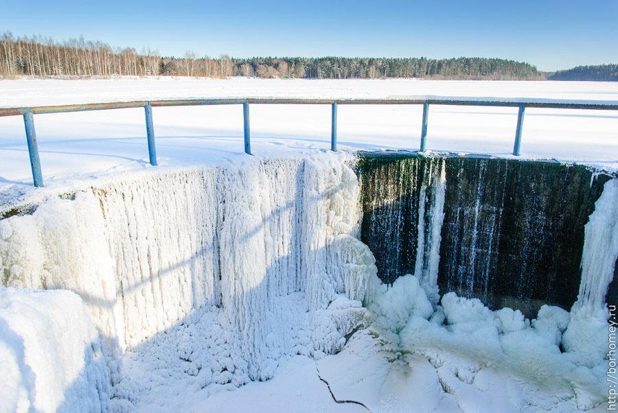 замерзшая вода на протяжке