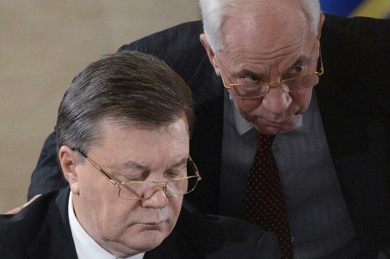 Янукович отправил в отставку правительство Азарова