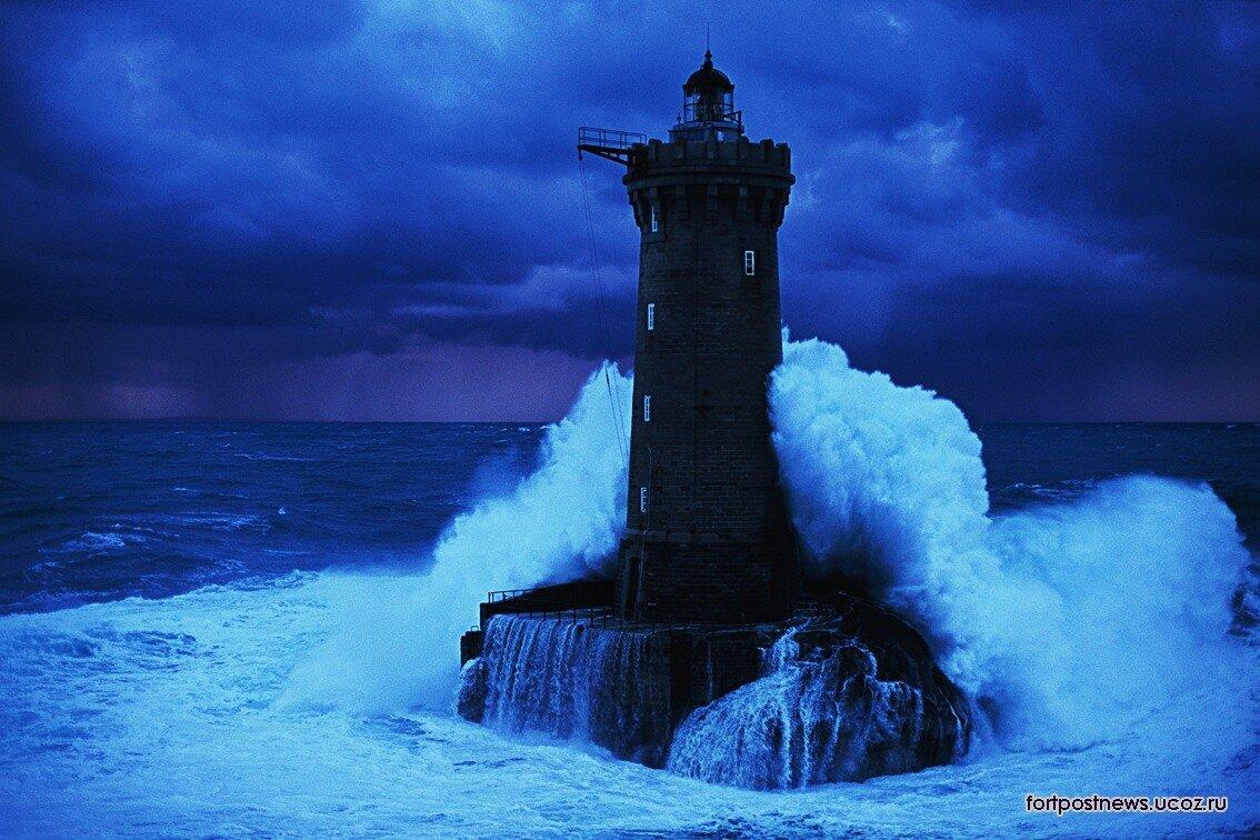 рыбаки во время шторма..