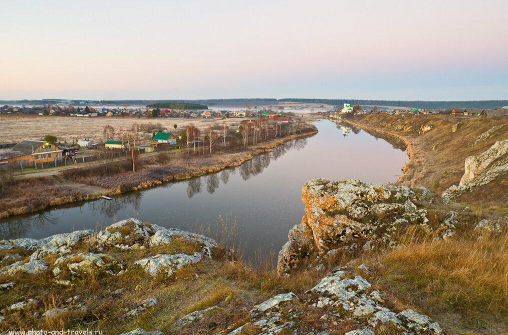 Поселок Коуровка у реки Чусовая. Должно быть классно здесь сплавляться на плотах по весне, как это делают многие туристы. Съемка на фотоаппарат Никон Д5100 и широкоугольный объектив Самъянг 14/2,8.