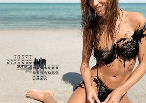 Обнаженные девушки в календаре организации Surfrider Foundation -  2011