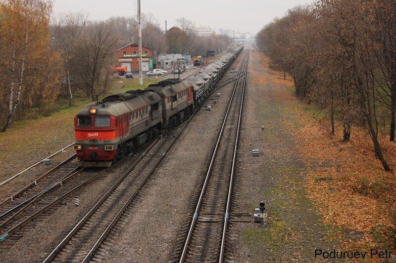 Тепловоз 2М62-1207 въезжает на станцию Белокаменная