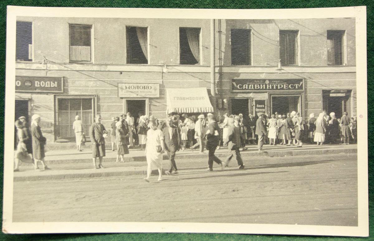 1920-е - 1930-е. Очередь за молоком. Ленинград