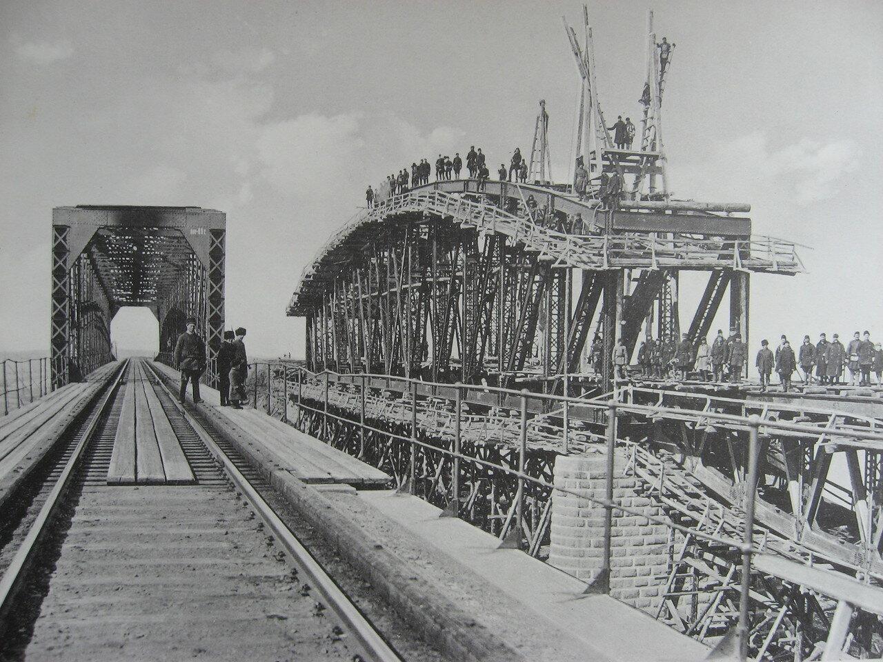 88. 3021 верста. Фермы нового моста через р. Китой. Строительный период 1910-1911
