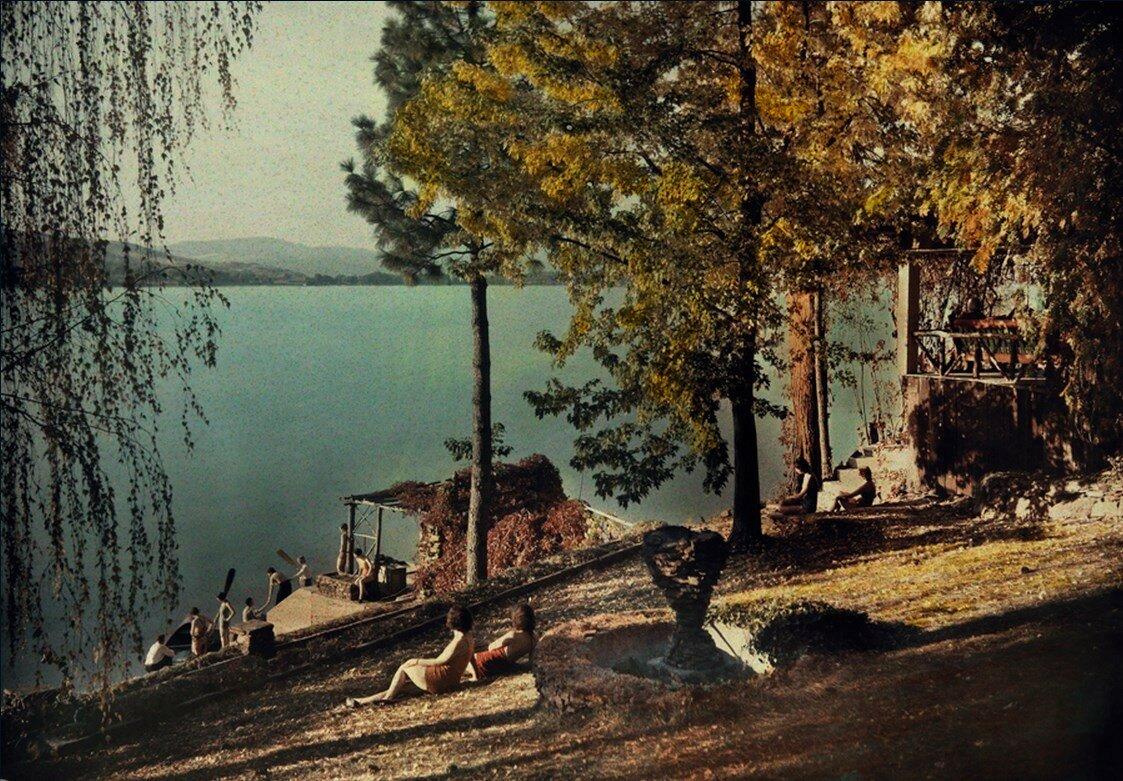 1932. Местные жители наслаждаются летним солнцем на Либерти-Лейк в Спокане, штат Вашингтон