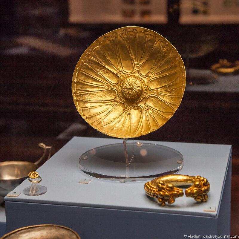 Золотая фиала – плоская жертвенная чаша без ручек