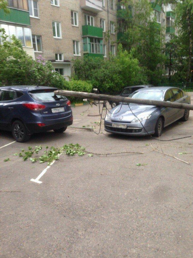 Некоторые последствия урагана 29 мая 2017 в Москве и Московской области в фото и видео
