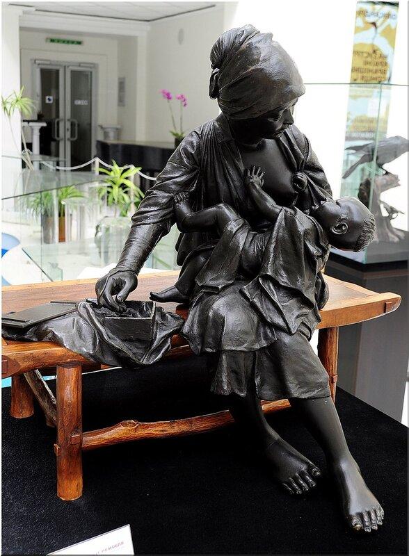 Жемчужина выставки – «Мать, кормящая младенца» мастера Удагавы Кадзуо