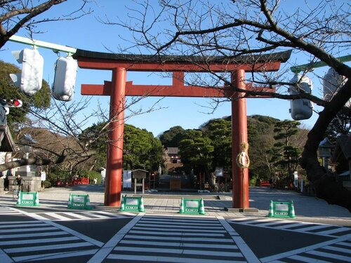 Тории - ритуальные ворота Цуругаока Хатимангу.