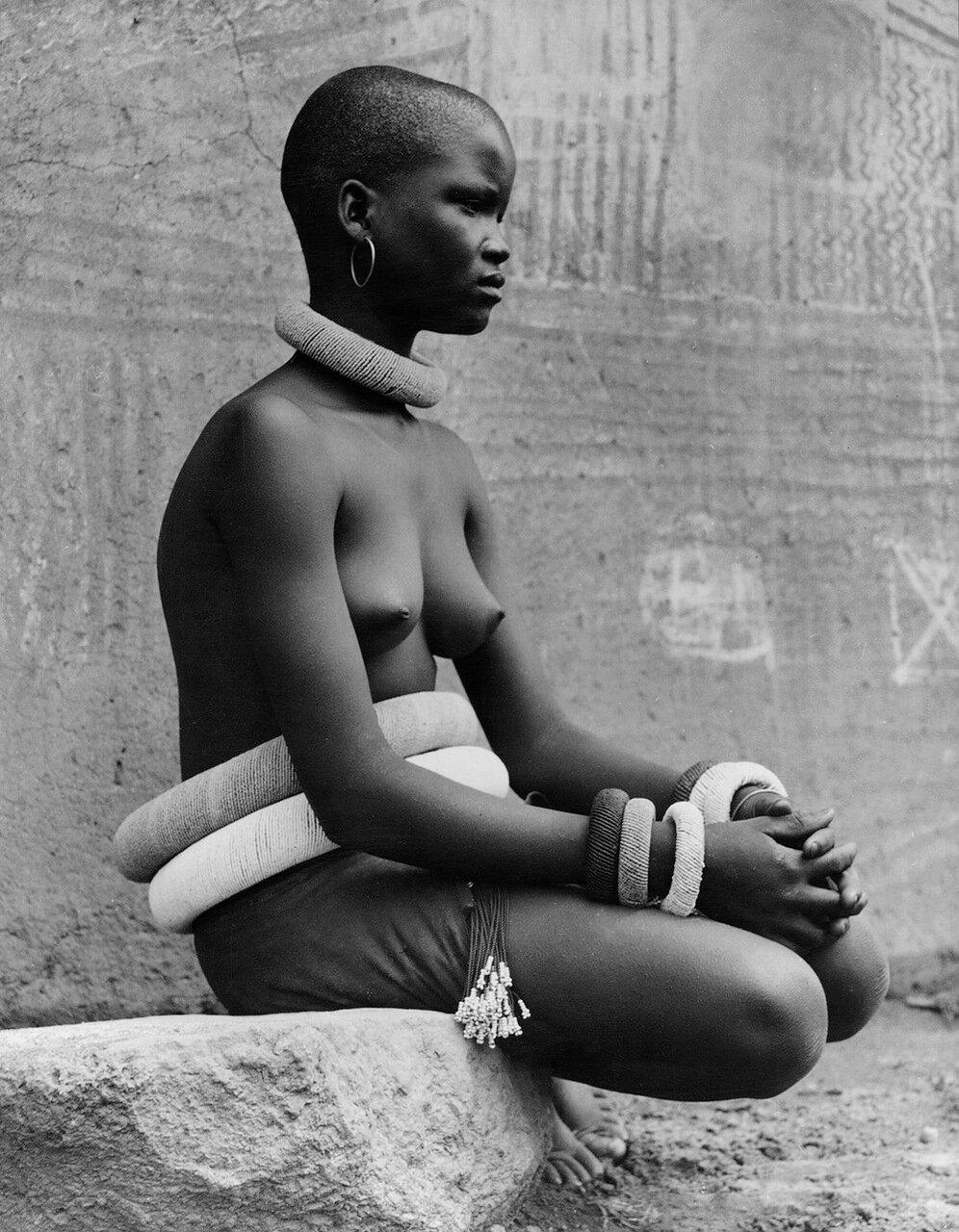 Женщина племени Ндебеле. Южная Африка, 1930-е годы