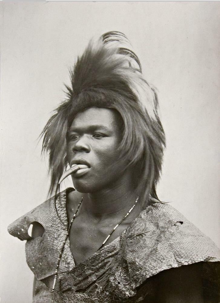Молодой юноша из племени Тсонга. Португальская Восточная Африка. 1933