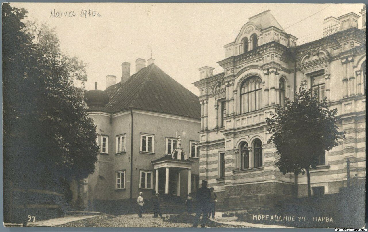 Рыцарская улица. д. 21 (Дворец Петра I) и д. 28 (Дом Лаврецовых)