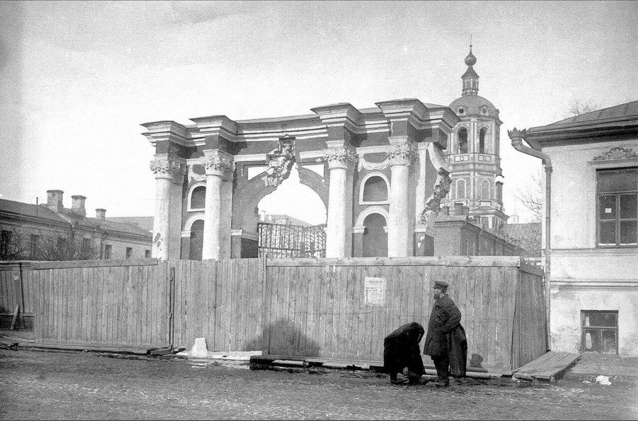 473. Ворота церкви Николы Заяицкого на Садовнической улице