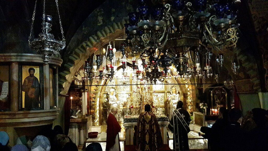 Inside_the_Church_of_the_Holy_Sepulchre_-_08.jpg