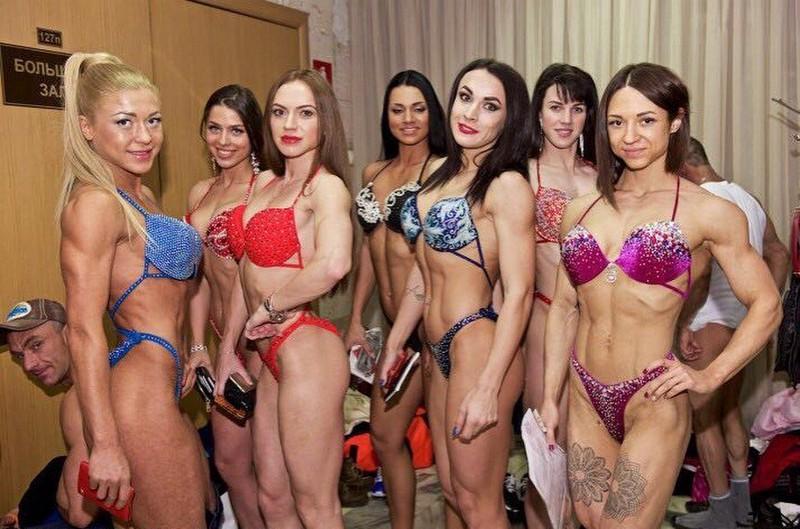 Девушки, которые перестарались в спортзале