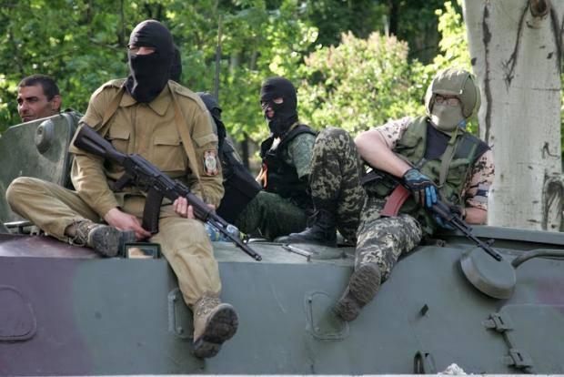 """Кто торгует с """"бандеровцами""""? Боевики """"ДНР"""" ищут среди своих тех, кто продает оружие в Украину"""