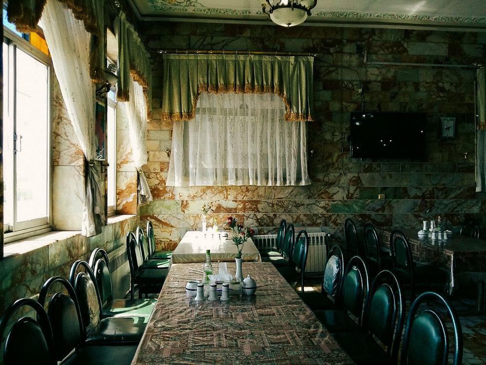 Ресторан в горах Альборза по дороге между Тегераном и Сари. Недостатки обслуживания, качества еды и