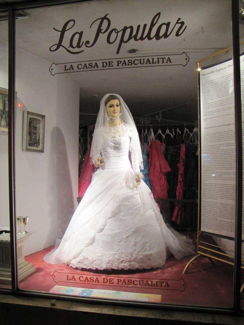 По легенде, у Паскуалы Эсперансы, хозяйки магазина, была очень красивая дочь (имя которой затерялось