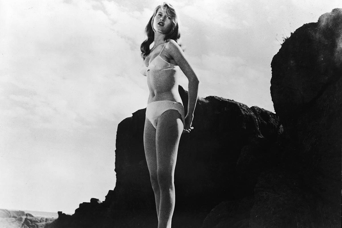 Брижит Бардо в фильме «Манина, девушка в бикини», 1952.