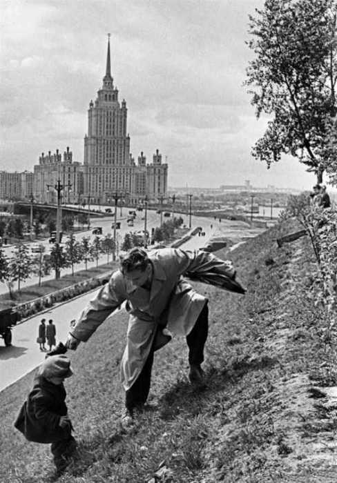 СССР, Москва, 1972 год.  Покупка газировки
