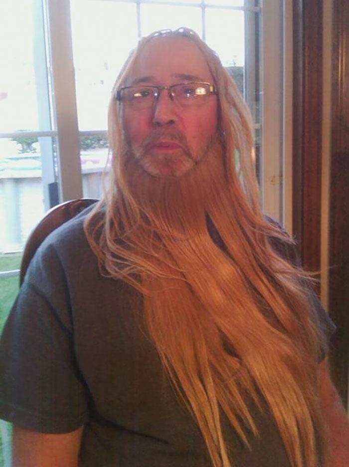 Дядя и папа нашли волосы для наращивания моей двоюродной сестры, после чего вся семья получила вот т