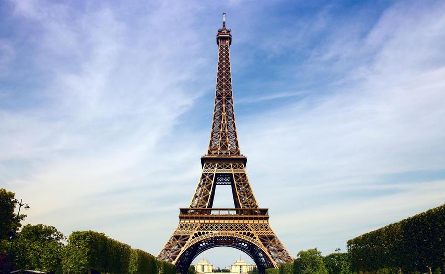 5. Эйфелева башня К сожалению, самая высокая башня Парижа также имеет свою черную сторону. Ежегодно