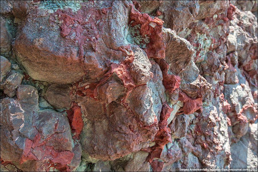 В некоторых, труднодоступных местах скалы и вовсе поражают воображение.